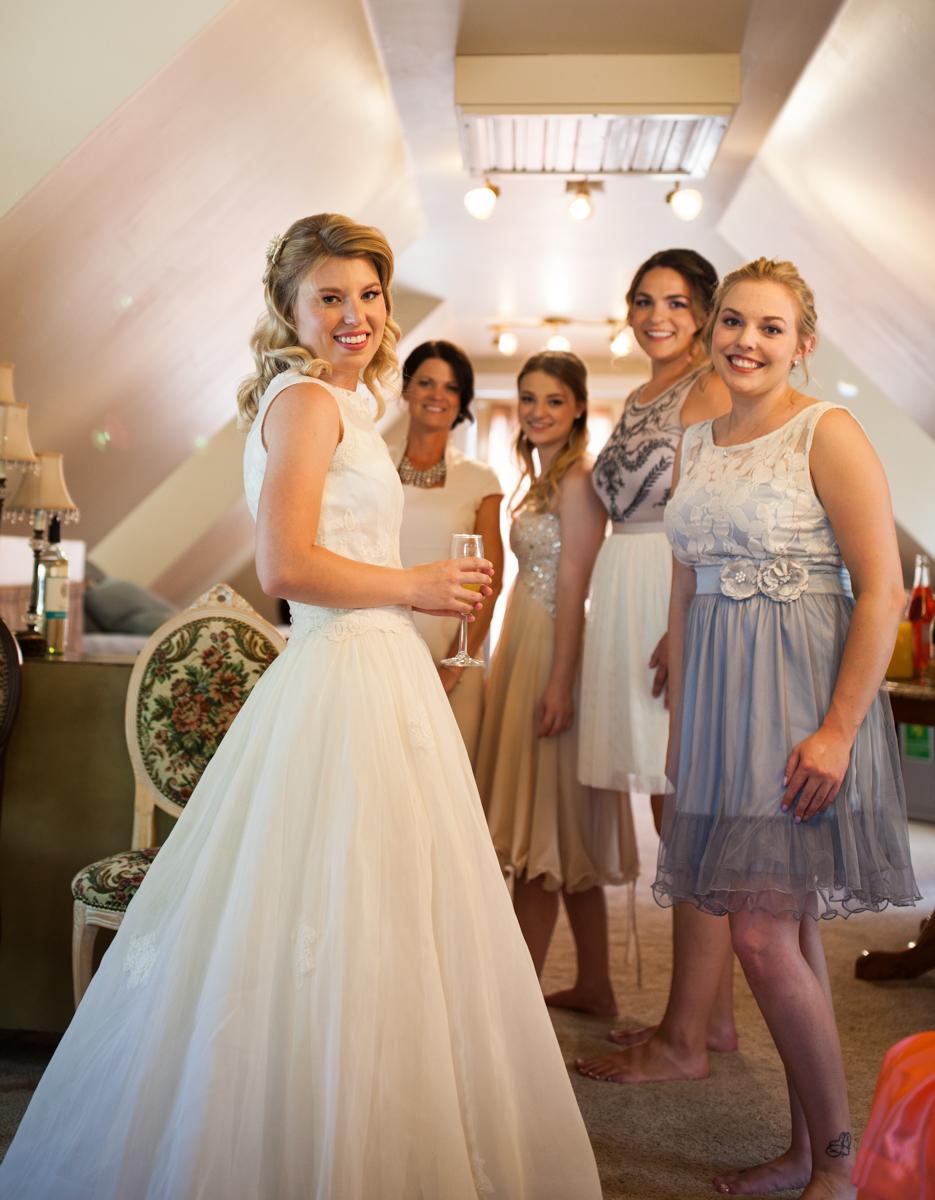 nordweddings missoula montana wedding photography bride and bridesmaids
